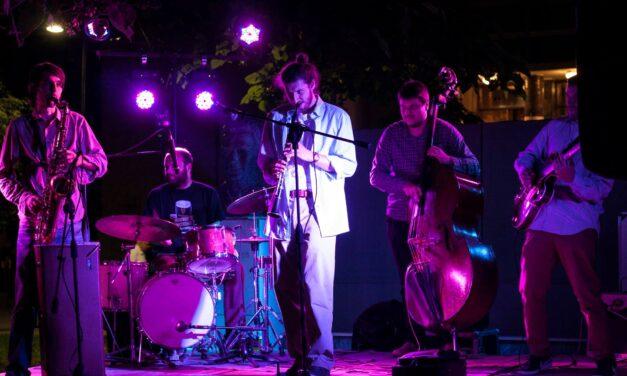 """( Фото вест ) Џез концерт на """"Летечките пекинезери"""""""