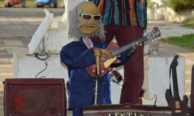 Valentino's jazz puppets